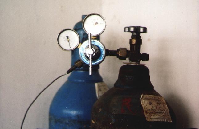 氧气钢瓶减压阀的工作原理