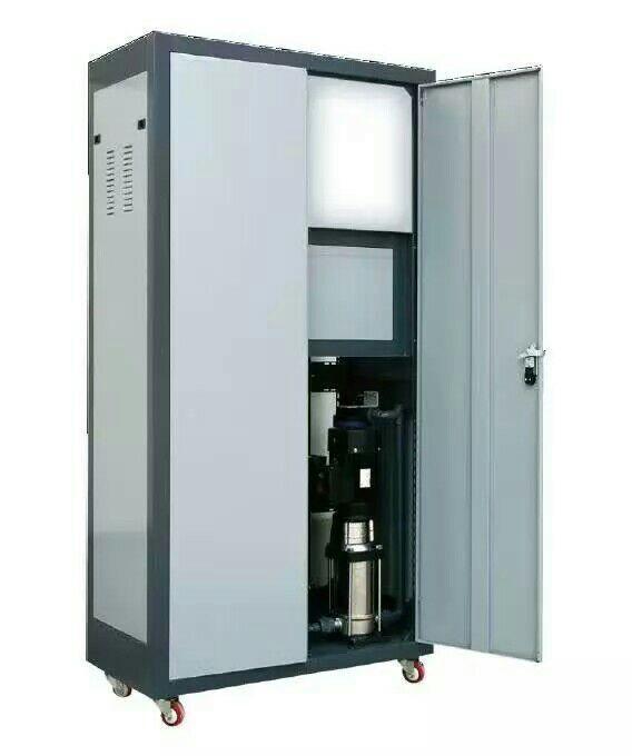 北京龙碧源水处理设备有限公司,专业生产反渗透设备、直饮水设备、纯净水设备厂家。 (联系人:孙先生、13811075428!) 反渗透纯水水设备核心技术---RO反渗透是一种借助于选择透过(半透过)性膜的工力能以压力为推动力的膜分离技术,当系统中所加的压力大于进水溶液渗透压时,水分子不断地透过膜,经过产水流道流入中心管,然后在一端流出水中的杂质,如离子、有机物、细菌、病毒等,被截留在膜的进水侧,然后在浓水出水端流出,从而达到分离净化目的。1.