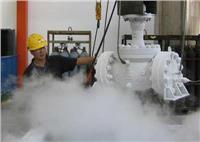 在深冷过程中,由于零件各部分的温度差或由于不同组织间某些物理性能的差异,引起收缩不均,就产生了温度应力,当应力低于材料的弹性极限时,就仅使零件产生可逆性的弹性扭曲。当某一部分的温度应力超过了材料的屈服相限时,零件将发生不可逆转的扭曲变形。  实践证明,无论那种原因引起的变形,其对零部件结构形式是非常敏感的,因此对低温阀门要十分注意结构形式的选择和设计。