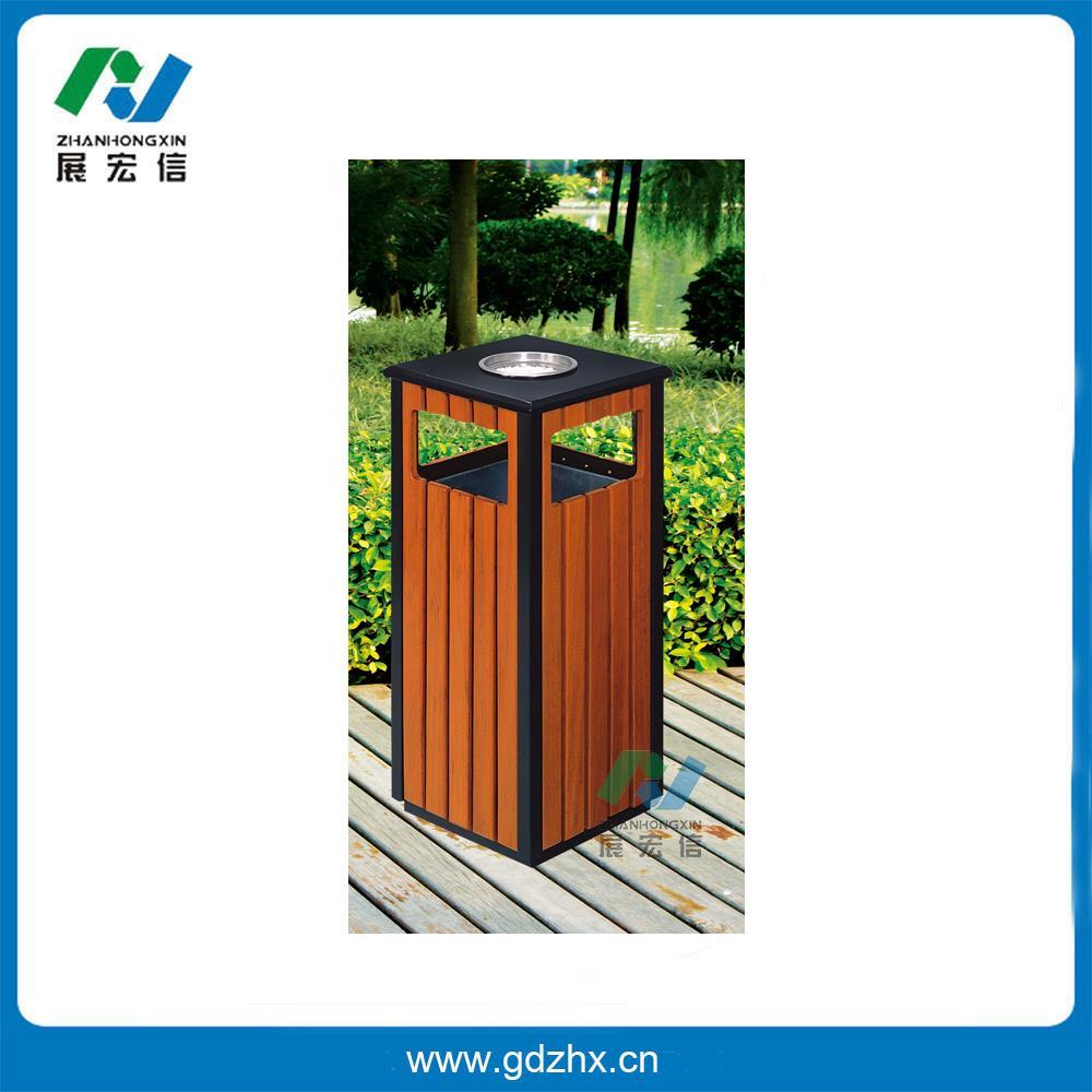 户外垃圾桶(GPX-94) 户外垃圾桶(GPX-94)尺寸:335*335*785mm 户外垃圾桶(GPX-94) 新款不锈钢分类垃圾桶,亚克力面板,分类清晰,使用于各种场合, 材料:采用优质不锈钢板材,两边侧面开门,顶上设有二个带网盖的灰缸烟。 其他垃圾的宣传标牌的位置采用内凹型,上面再用透明亚克力板封实,亚克力板与垃圾桶板面相平确保垃圾桶在日常维护中不会损污宣传标牌。 品要采用钥匙通用的果皮箱防盗专用三角锁。 固耐用,不易破损,耐火安全,抗高低温,适合各种恶劣条件气候,金属亮泽,高雅美观,适合各种上场