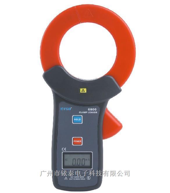 ETCR6800高精度钳形电流表是专为测量交流漏电流而精心设计制造的,采用最新CT技术及数字集成技术,具有体积小,钳口大,精度高,功能完善的特点。广泛适用于电力、通信、气象、铁路、油田、建筑、计量、科研教学单位、工矿企业等领域。其传感铁芯选用特殊合金,采用磁性屏蔽技术,几乎不受外界磁场的影响,确保了常年无间断测量的高精度、高稳定性、高可靠性。