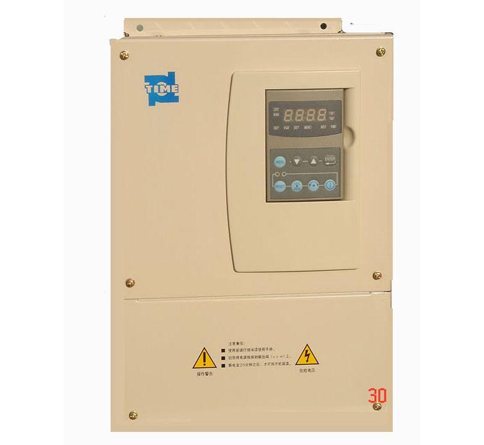 TVF8000/TVF2000系列变频器特点 (2.2KW-30KW、三相380V) 宽电压输入设计(+20%),更适合中国国情; 可查询转矩、功率、电流、故障等36种运行数据; 内置PID,方便组成闭环控制系统; 标准RS485通讯接口; 丰富的可编程控制端子; 全系列统一键盘,可带电热插拔; 参数存储、拷贝; 多种应用宏——配置,可实现快速编程; PFC功能可实现闭环多电机控制; 手动/自动转矩补偿、滑差补偿; 过载能力可达150%,1分钟; 7段恒速度设置,4种加减速曲线和时